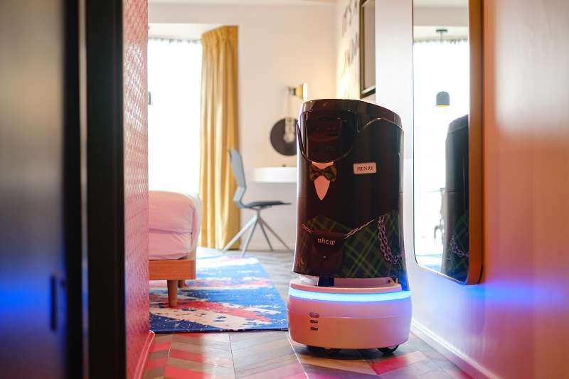 Henry el robot mayordomo nhow London